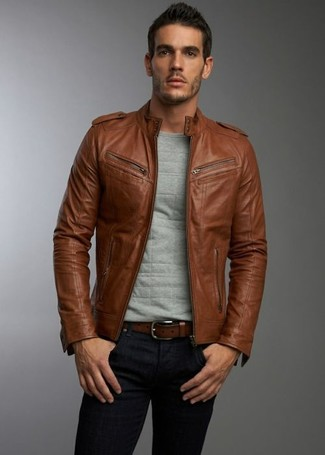 Rock a brown leather jacket with black skinny jeans for a trendy and easy going look.