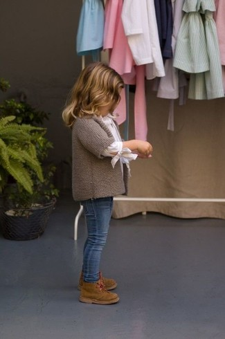 How to Wear a White Long Sleeve Shirt For Girls: Teach your mini fashionista to take pride in her appearance by suggesting that she dress in a white long sleeve shirt and blue jeans. Brown desert boots are a good choice to round off this look.