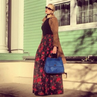 A nicely put together pairing of a brown coat and a black floral maxi skirt will set you apart effortlessly. This one will play especially nice come warmer days.