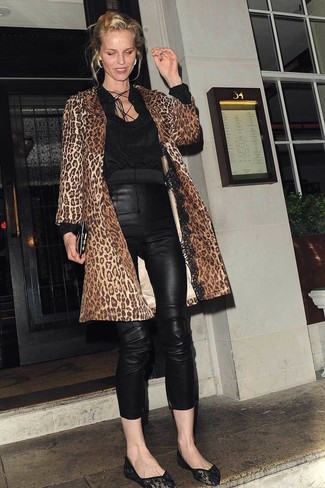 Pair a brown leopard coat with black leather skinny pants for a casual level of dress. A good pair of ballerina shoes are sure to leave the kind of impression you want to give. As days are getting cooler, you'll discover that a look like this is perfect for fall.