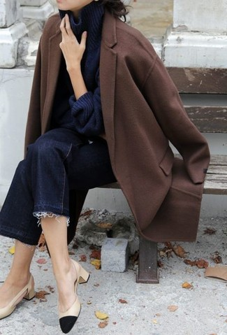 How to Wear Navy Denim Culottes: Choose a brown coat and navy denim culottes for a practical ensemble that's also well put together. You could perhaps get a bit experimental on the shoe front and lift up this ensemble by rounding off with a pair of black and tan leather pumps.