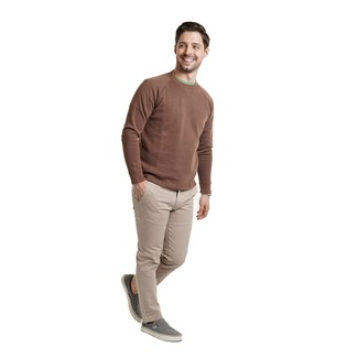 How to wear: brown crew-neck sweater, green crew-neck t-shirt, beige chinos, grey canvas slip-on sneakers
