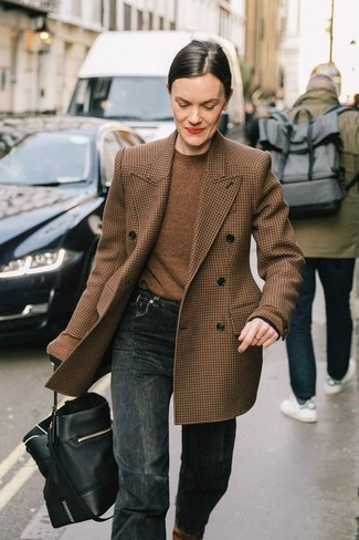 How to wear: brown houndstooth wool double breasted blazer, brown crew-neck sweater, charcoal jeans, black leather bucket bag