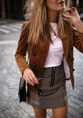 How to wear: brown corduroy double breasted blazer, white crew-neck t-shirt, brown houndstooth mini skirt, black leather crossbody bag