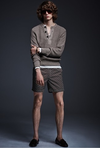 How to Wear a Brown Henley Sweater: For an outfit that's super simple but can be flaunted in a great deal of different ways, consider pairing a brown henley sweater with dark brown print shorts. To introduce a bit of classiness to this look, rock a pair of black leather loafers.