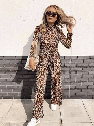 How to wear: brown leopard jumpsuit, white low top sneakers, clear rubber tote bag, dark brown sunglasses