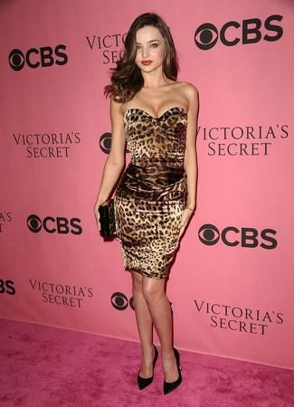 How to wear: brown leopard bodycon dress, black satin pumps, dark brown leopard clutch