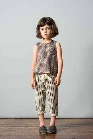 How to wear: brown polka dot t-shirt, beige vertical striped sweatpants, charcoal leather sneakers