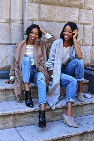 This combo of a brown poncho and light blue ripped jeans is on the casual side but is also absolutely chic and elegant. For a modern hi-low mix, throw in black leather ankle boots.