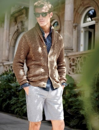 How to Wear Grey Shorts For Men: This off-duty pairing of a brown shawl cardigan and grey shorts is super easy to put together without a second thought, helping you look sharp and ready for anything without spending too much time searching through your wardrobe.