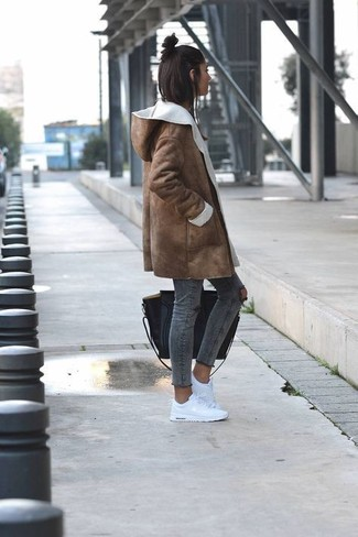 How to wear: brown shearling coat, charcoal ripped skinny jeans, white low top sneakers, black leather tote bag