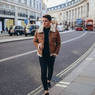 Shearling Jacket Outfits For Men: This combination of a shearling jacket and black jeans is indisputable proof that a pared down casual outfit can still look really interesting. A pair of black leather low top sneakers instantly ramps up the appeal of this look.