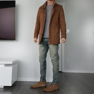 Mint Pants Outfits For Men: The go-to for cool casual style for men? A brown shirt jacket with mint pants. Brown suede desert boots are a simple way to add a little kick to the ensemble.