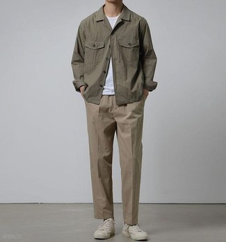 How to Wear White Canvas Low Top Sneakers For Men: A brown shirt jacket looks especially on-trend when combined with brown chinos. Put a fresh spin on an otherwise sober ensemble by finishing off with white canvas low top sneakers.