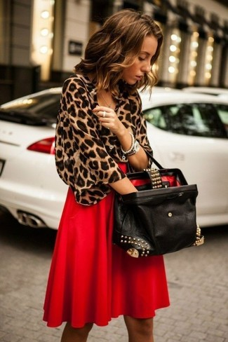 Red Pleated Midi Skirt Outfits: A brown leopard short sleeve blouse and a red pleated midi skirt teamed together are such a dreamy getup for ladies who appreciate ultra-cool styles.