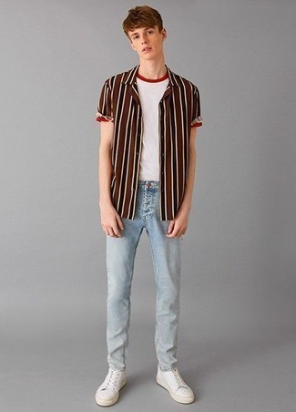 How to Wear Low Top Sneakers For Men: A brown vertical striped short sleeve shirt and light blue jeans? This is easily a wearable outfit that anyone can rock a version of on a day-to-day basis. When it comes to shoes, add a pair of low top sneakers to your outfit.