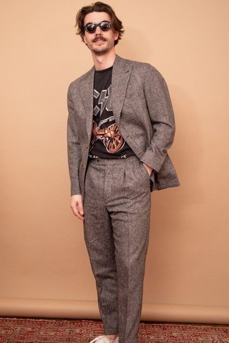 Beige Canvas Low Top Sneakers Outfits For Men: A brown wool suit and a black print crew-neck t-shirt are an easy way to inject some class into your daily routine. Beige canvas low top sneakers can instantly play down an all-too-dressy outfit.