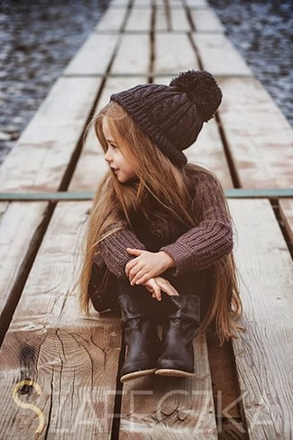 How to wear: brown sweater, black leggings, black boots, black beanie