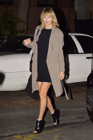 Taylor Swift wearing Brown Trenchcoat, Black Shift Dress, Black Cutout Leather Ankle Boots, Black Leather Crossbody Bag