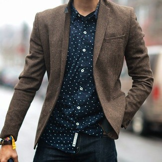 This combo of a navy polka dot button-down shirt and navy jeans will set you apart effortlessly. Rest assured, this look will keep you snug as well as looking seriously stylish in this transeasonal weather.