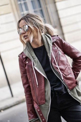 If it's comfort and functionality that you're looking for in an outfit, consider teaming a burgundy leather biker jacket with black jeans. You can bet this combination will be your favorite thing come chillier days.