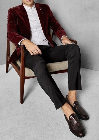 How to Wear Burgundy Leather Loafers For Men: Pairing a burgundy velvet blazer with black dress pants is a savvy option for a sharp and sophisticated look. Introduce a pair of burgundy leather loafers to this outfit and the whole outfit will come together.
