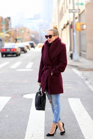 This combination of a dark red coat and jeans is perfect for off-duty occasions. Complement this look with black pumps.