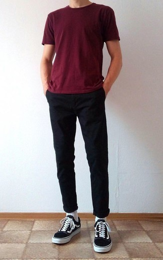 How to Wear Black Chinos: Take your casual style up a notch in a burgundy crew-neck t-shirt and black chinos. Black and white canvas low top sneakers integrate brilliantly within many combos.