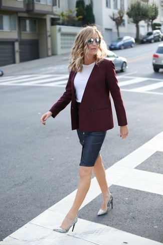 Go for a burgundy double breasted blazer and a navy denim pencil skirt to achieve a neat and proper look. Diane von Furstenberg Michelle look amazing here. So when spring is in full effect, this ensemble has a good chance of becoming your go-to.
