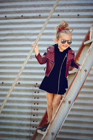 How to wear: burgundy leather jacket, black dress, black sneakers