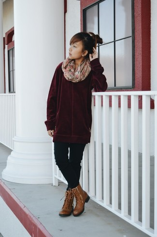 How to wear: burgundy oversized sweater, black skinny jeans, brown leather lace-up flat boots, beige floral scarf