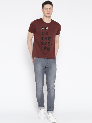 We all look for comfort when it comes to dressing up, and this combination of a burgundy crew-neck t-shirt and grey jeans is a vivid example of that. White leather low top sneakers will become an ideal companion to your style. As full-blown summer settled in, it's time for easy and breezy looks like this one.