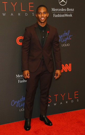 How to wear: burgundy suit, black dress shirt, black leather derby shoes, red floral lapel pin