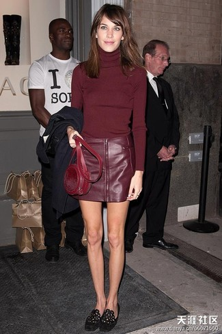 Wear a burgundy turtleneck and a burgundy leather mini skirt to effortlessly deal with whatever this day throws at you. Take a classic approach with the footwear and choose a pair of black suede loafers.