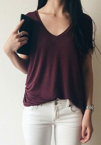 How to wear: burgundy v-neck t-shirt, white skinny jeans, silver watch