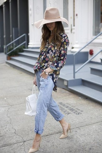How to Wear a Floral Button Down Blouse: A floral button down blouse and light blue boyfriend jeans make for the ultimate chic casual style. A cool pair of beige suede pumps is a simple way to add an extra touch of class to your ensemble.