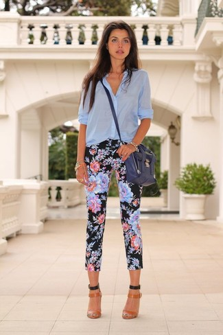 Light Blue Button Down Blouse Outfits: One of our favorite ways to style a light blue button down blouse is to pair it with black floral capri pants for a relaxed outfit. To give your outfit a more sophisticated aesthetic, why not add a pair of tobacco leather heeled sandals to this outfit?
