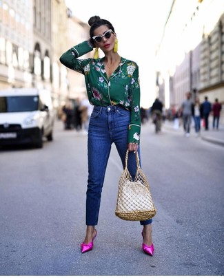 Blue Jeans Outfits For Women: A dark green floral button down blouse and blue jeans are among the fundamental pieces of a chic off-duty sartorial arsenal. Make a bit more effort now and complete this ensemble with hot pink satin mules.