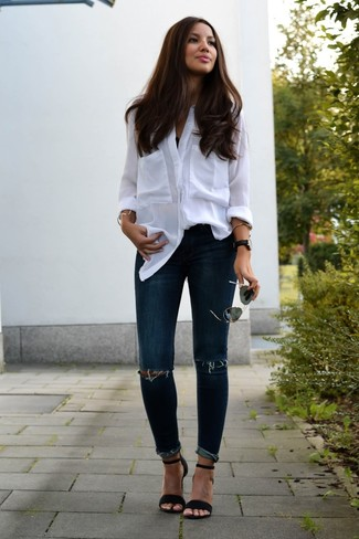 Consider wearing a white button down blouse and navy destroyed skinny jeans for an effortless kind of elegance. Heeled sandals will add elegance to an otherwise simple look. There are many ways to look neat and live through the super hot weather, and this here is one of them.