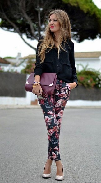 How to Wear a Black Button Down Blouse: A black button down blouse and black floral skinny pants are the kind of a never-failing off-duty combination that you need when you have no extra time. When not sure as to the footwear, complement your ensemble with beige leather pumps.