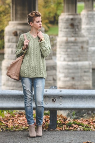 Effortlessly blurring the line between chic and casual, this combination of a green cable pullover and light blue ripped jeans is likely to become one of your favorites. Let's make a bit more effort now and opt for a pair of grey suede ankle boots.