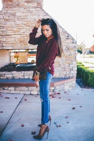 How to wear: burgundy cable sweater, blue ripped jeans, dark brown leather pumps, dark brown print leather clutch