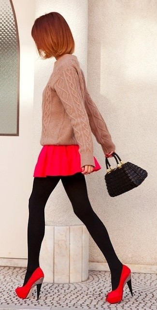How to Wear Black Tights: If the situation permits a casual outfit, consider wearing a pink cable sweater and black tights. Add a pair of red suede pumps to the mix to immediately turn up the oomph factor of your ensemble.