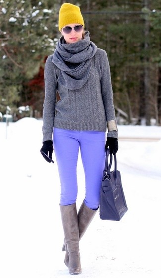 A grey knit jumper and gloves will convey a carefree, cool-girl vibe. For footwear, go down the classic route with grey leather knee high boots. It's is a smart pick when it comes to figuring out a cool look for unpredictable fall weather.