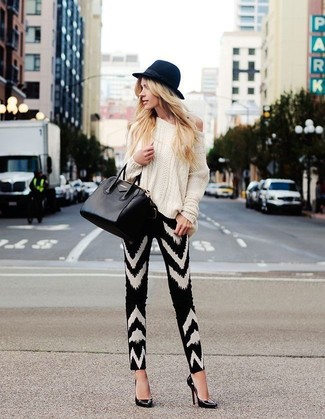 How to wear: white cable sweater, black and white chevron skinny pants, black leather pumps, black leather tote bag