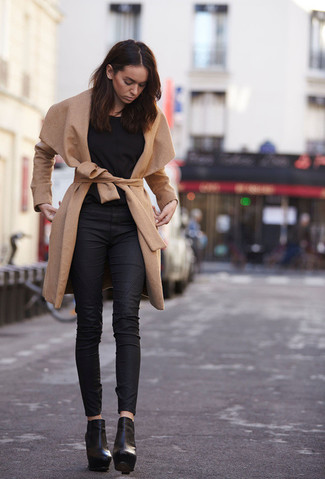 Pairing a black long sleeve t-shirt with black leather fitted pants is an on-point option for a day in the office. Black leather booties are a savvy choice to complete the look.