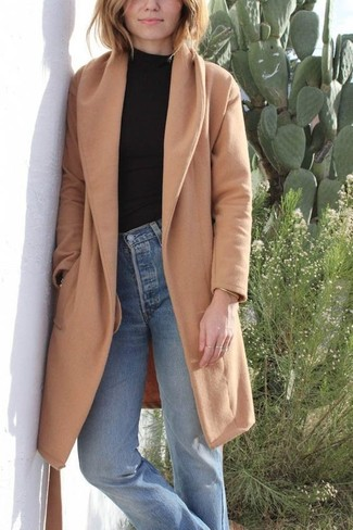 Black Long Sleeve T-shirt Outfits For Women: The versatility of a black long sleeve t-shirt and light blue jeans guarantees you'll have them on high rotation.