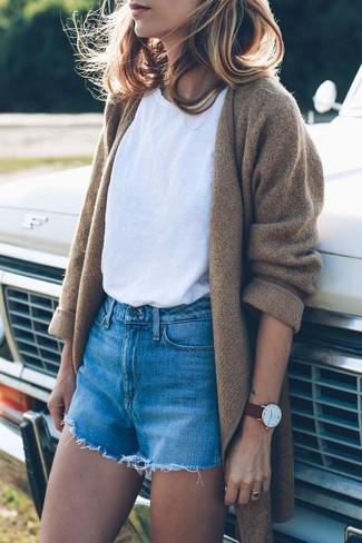How to wear: camel knit coat, white crew-neck t-shirt, blue denim shorts