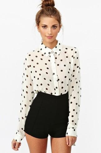 f4c2702e02bec Look de moda  Camisa de vestir de gasa a lunares en blanco y negro ...