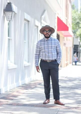 Cómo combinar: camisa de vestir de tartán gris, pantalón de vestir en gris oscuro, botines chelsea de cuero marrónes, sombrero de lana marrón